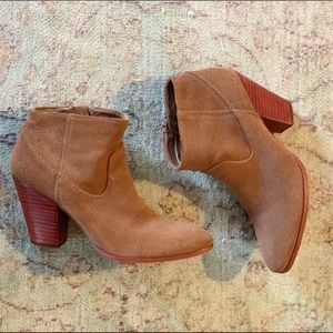 Dolce Vita Brown Suede booties. Size 8
